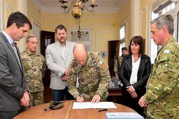 El Jefe del Estado Mayor del Ejército Nacional valoró la experiencia de la Escuela de Oficios