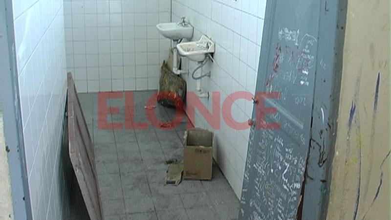 """Así eran los baños de la escuela """"Bernardino Rivadavia"""""""