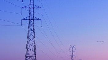 Falla en línea eléctrica dejó sin servicio al sur de Paraná y otras localidades