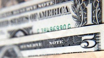 El dólar recortó la caída y cedió sólo 30 centavos tras cuatro ruedas en alza