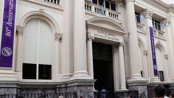 El Banco Central bajó la tasa de Lebac a 27,24%