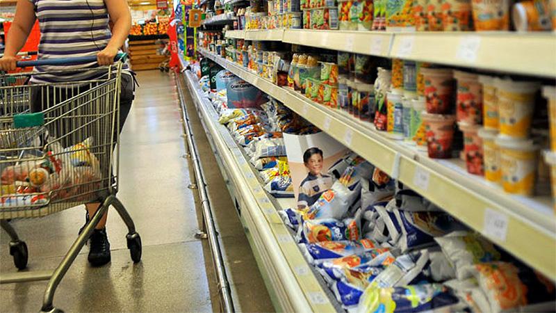 Empleados de comercio recibirán 6% de aumento por cláusula gatillo