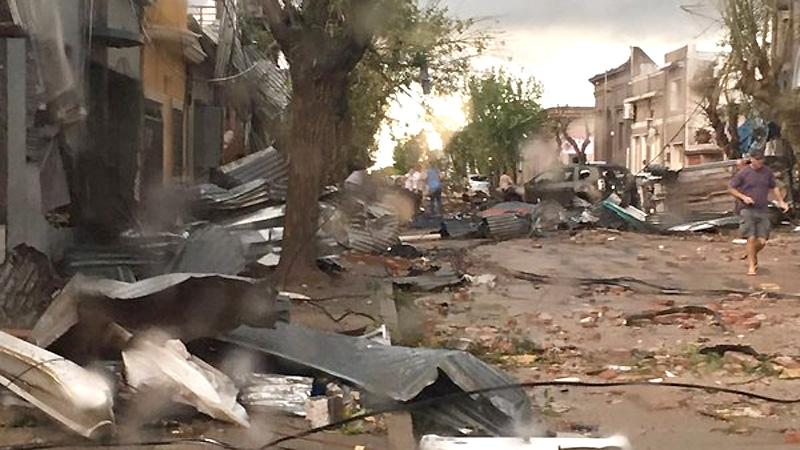 en la ciudad uruguaya de dolores tanto a nivel de viviendas como en segn pudo confirmar el pas hubo heridos leves fincas destruidas