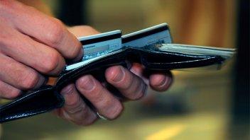 Tarjetas: Se encarece el pago en cuotas y cuadruplica el precio del producto