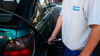 El Gobierno pone fin a acuerdo con petroleras y libera el precio de naftas