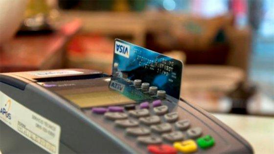 Los bancos cortan la tarjeta a quienes no pagan a tiempo el mínimo