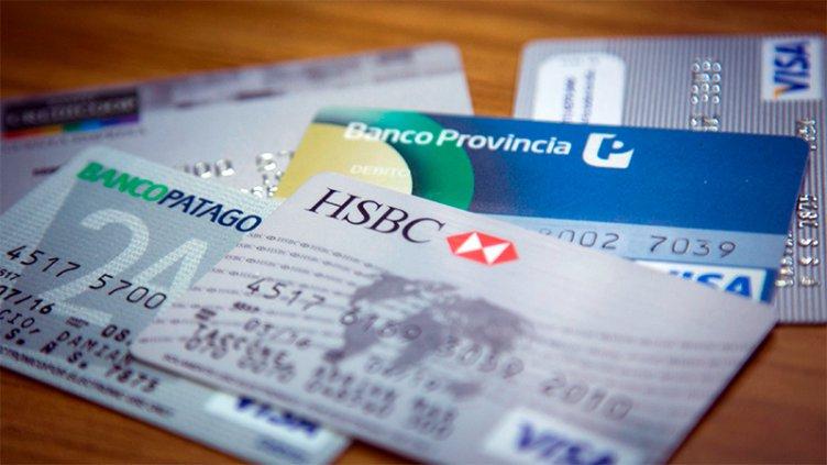 Tarjetas: Las tasas superan el 100% y el costo financiero es insostenible