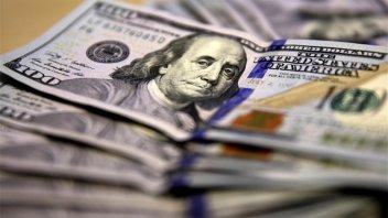 El dólar subió 8 centavos y cerró a $ 17,74
