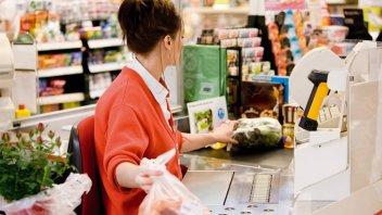 Paritarias: El gremio de empleados de comercio anunció suba salarial del 30%