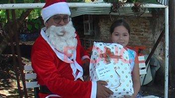 Una vuelta en calesita a cambio de un juguete para niños de barrios de Paraná
