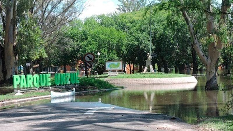 Parque Unzué, con agua
