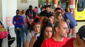 Habrá más colectivos entre Paraná y Santa Fe por la Fiesta de Disfraces