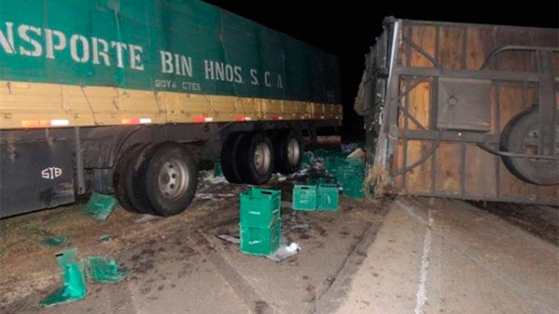 Camión volcó sobre la Autovía y por poco no desencadenó una tragedia