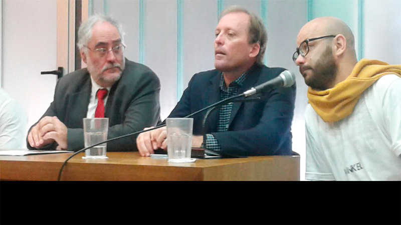 Ortíz junto a sus abogados