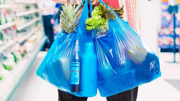 A partir del domingo, los comercios deberán dejar de entregar bolsas plásticas