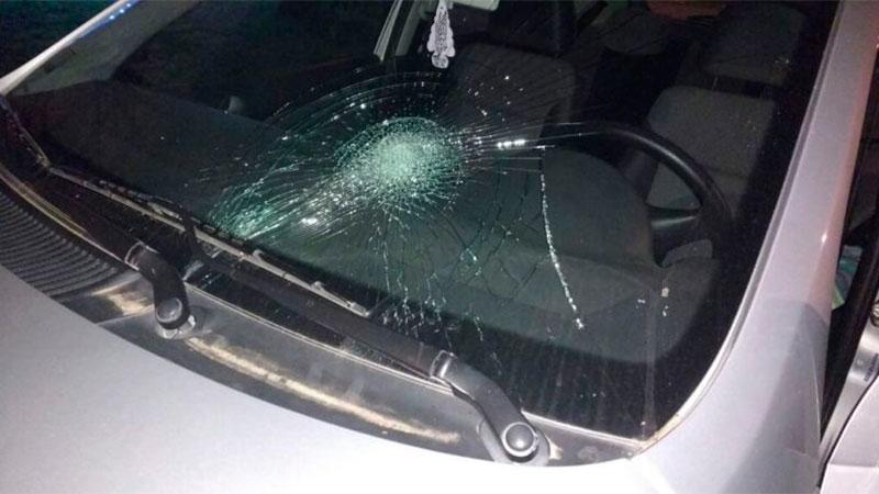 Mujer al mando de una bicicleta fue embestida por otra que iba en auto