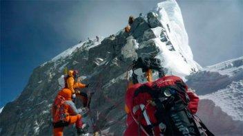 Atención aventureros: Prohíben escalar el Everest en solitario