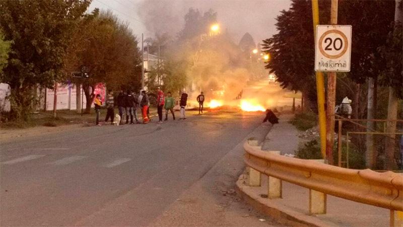 Mantienen cortada Avenida de las Américas por conflicto en la Villa 351