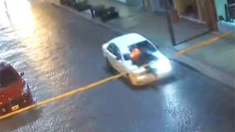 El conductor arrastró al inspector de tránsito (Foto: Captura)