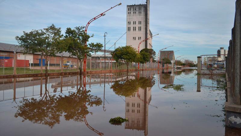 Por la inundación, tuvieron que trasladaron las oficinas del puerto