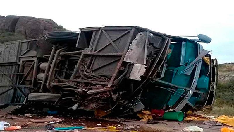 El vuelco de un micro en Mendoza dejó un  saldo de 15 muertos
