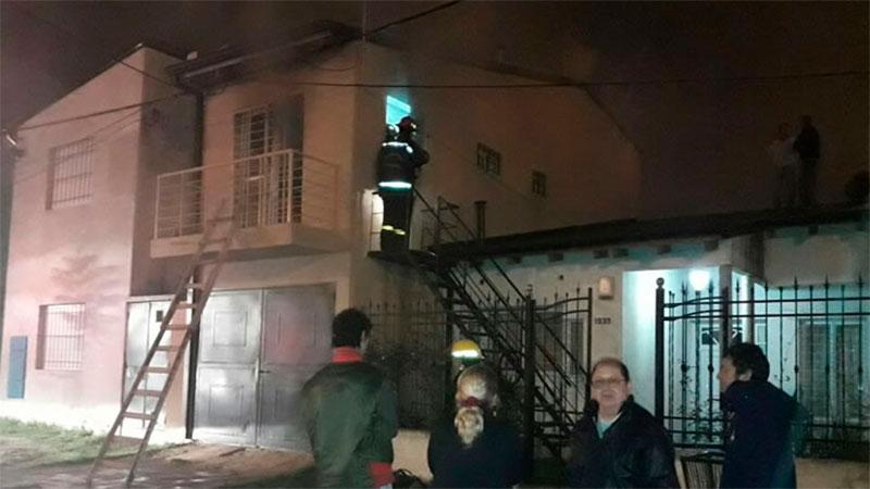 Por una falla eléctrica, se incendió un departamento