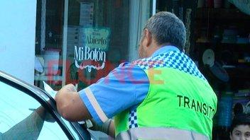 Multas de tránsito: Estacionar en lugar prohibido puede costar hasta $ 8.100