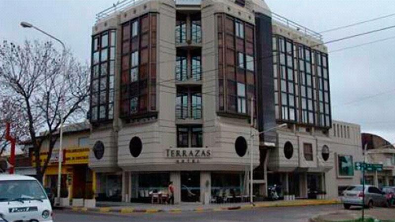 El hotel donde estaba estacionado el colectivo