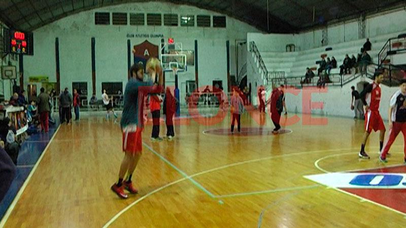 Los basquetbolistas, antes de empezar el partido