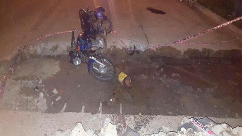 Motociclista chocó contra un montículo de escombros de una obra de asfaltado