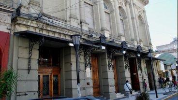 Boleto: Piden al Intendente que reconsidere permitir sesionar en el Teatro