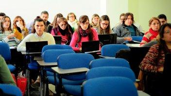 La Fundación NBER otorga 30 becas a docentes para realizar posgrado