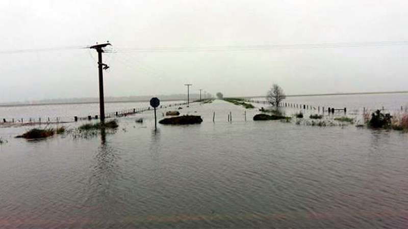 Un pueblo quedó aislado por las inundaciones generadas a raíz de la lluvia