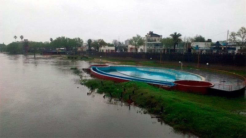 Por las intensas lluvias del fin de semana, crece el río Gualeguaychú