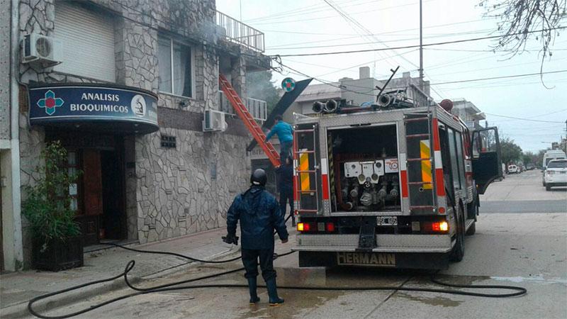 Dos personas fueron atendidas por inhalación de monóxido en un incendio