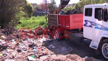 Realizaron un operativo de limpieza en barrio Cáritas