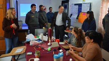 Internas de la cárcel de Paraná confeccionan cuadernos artesanales y accesorios