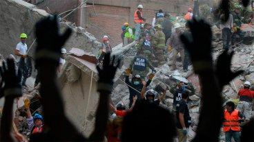 Dramática búsqueda de sobrevivientes en México