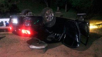 Volcó un auto y sus jóvenes ocupantes resultaron ilesos
