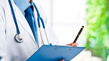 Avanzan en la reglamentación de la ley que prohíbe el cobro del plus médico