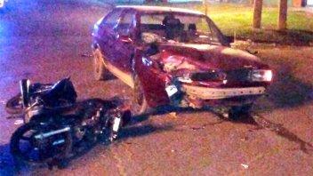 Auto y moto chocaron de frente: Un joven resultó gravemente herido