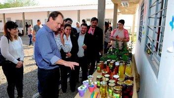 Bordet impulsa obras y proyectos educativos para escuelas agrotécnicas