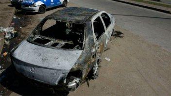Hallaron un cuerpo calcinado en el baúl de un auto incendiado