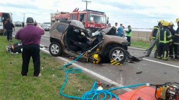 Tres muertos por un choque entre camioneta, auto y un camión en la Ruta 33