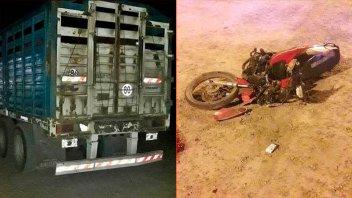 Motociclista murió al chocar contra el acoplado de un camión