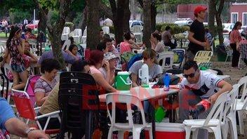Empleados de comercio festejan su día con un picnic en el camping del sindicato
