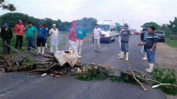 Trabajadores cortan ruta en Corrientes, afectados por las importaciones de cuero