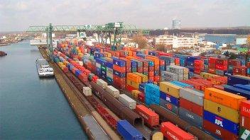 Aseguran que el déficit comercial actual es el