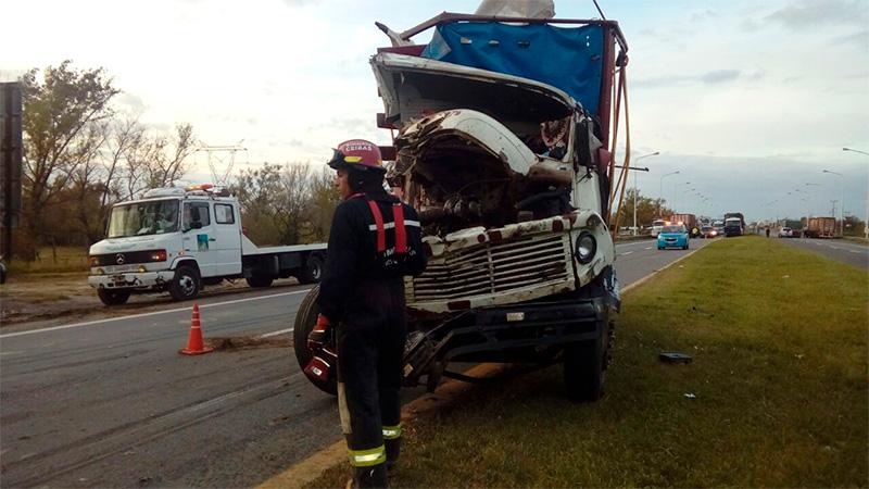 Dos camiones chocaron en la ruta nacional 12