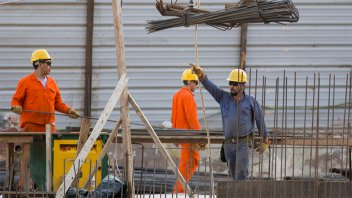 La actividad económica cayó por primera vez en siete meses
